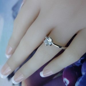 Jewelry - Sterling Silver Solitaire Ring